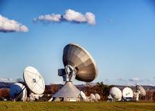 Satellit- maträtt - radioteleskop Royaltyfri Fotografi