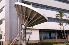 Satellit- maträtt, radioteleskop av riktningsradioantennen Arkivfoton