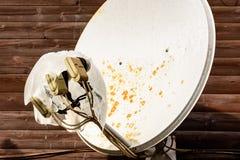 Satellit- mottagare för överföring av en signal för digital television royaltyfri foto