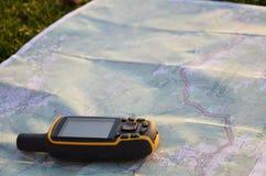 Satellit- navigering på översikt royaltyfri foto