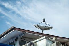 Satellit på taket Royaltyfri Fotografi