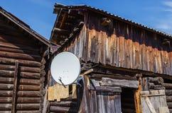 Satellit- TV i byn fotografering för bildbyråer