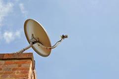 satellital天线的房子 免版税库存照片