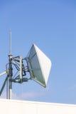 Satellite de télécommunication et émetteur radioélectrique Photographie stock libre de droits