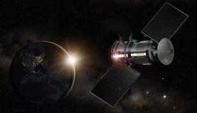 Satellite de télécommunications satellisant la terre Photographie stock libre de droits
