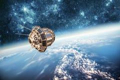 Satellite dello spazio sopra il pianeta Terra immagine stock