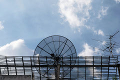 Satellite en ciel bleu Photographie stock libre de droits