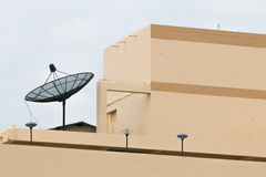 Satellite sulla cima Immagine Stock