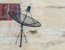 Satellite sulla parete Fotografie Stock