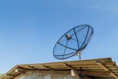 Satellite sur le toit Image libre de droits