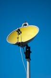 Satellitenschüssel gemacht von der Wanne Stockbild