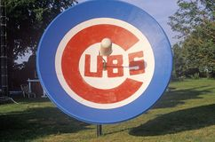 Satellitenschüssel mit Chicago Cubs-Emblem in South Bend, HEREIN stockbild