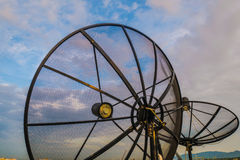 Satellitenschüssel, Technologie Lizenzfreie Stockfotos