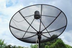 Satellitenschüssel und Fernsehantennenkommunikation Stockfoto