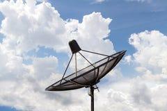 Satellitenschüsselhimmelkommunikation Lizenzfreie Stockfotografie