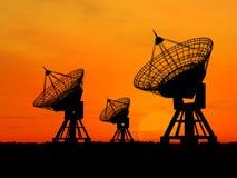 Satellitenschüsseln Stockbild
