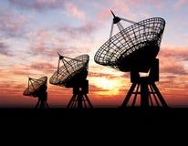 Satellitenschüsseln lizenzfreies stockbild