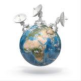 Satellitenschüsseln auf Erde. 3d Lizenzfreies Stockfoto