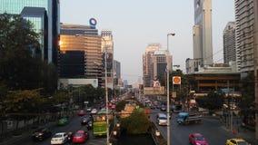 Sathon Tai droga podczas zmierzchu w Bangkok, Tajlandia Zdjęcie Royalty Free