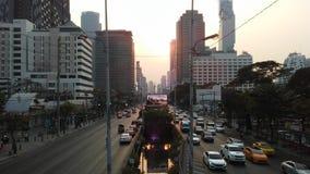 Sathon Tai Road während des Sonnenuntergangs in Bangkok, Thailand Stockfotografie