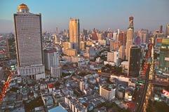 从Sathorn独特的塔看见的曼谷 免版税图库摄影