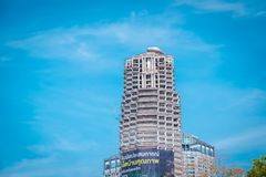 Sathorn unieke toren Verlaat de bouw in Bangkok, Thailand stock foto
