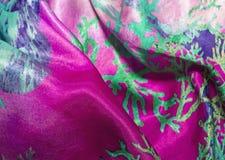 satijntextuur van gekleurde stof, voor achtergronden royalty-vrije stock afbeeldingen