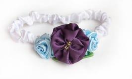 Satinstirnband mit Blumen lizenzfreies stockfoto