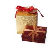 satiny подарка коробки смычка красное Стоковая Фотография