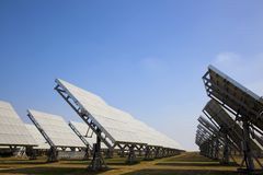 Sation da potência solar que fornece a energia verde Imagens de Stock Royalty Free