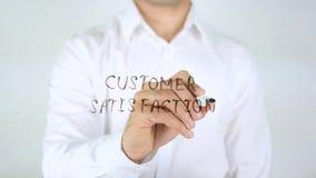 Satisfacción del cliente, escritura del hombre sobre el vidrio imagen de archivo libre de regalías