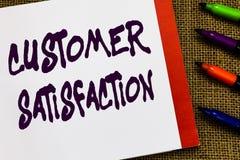 Satisfaction du client des textes d'écriture La signification de concept dépassent l'attente du consommateur satisfaite au-dessus photos libres de droits