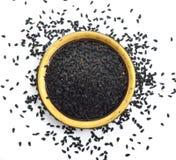 Sativa zaad van Nigella of venkelbloem, notemuskaatbloem, zwarte karwij, Roman koriander, zwarte komijn, blackseed, zwarte karwij stock foto