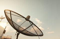 Satlelites στο μπλε ουρανό και νεφελώδης Στοκ φωτογραφία με δικαίωμα ελεύθερης χρήσης