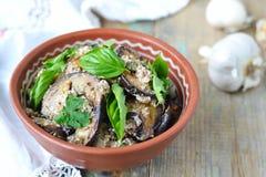 Satsivi - Auberginen in der Erdnusssoße Traditionelles georgisches cuisin Stockfotografie