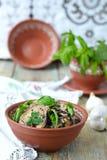 Satsivi - aubergines in pindasaus Traditionele Georgische cuisin Stock Fotografie