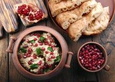 Satsivi con el pollo es comida georgiana tradicional Imagen de archivo