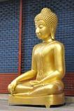 Satt Buddha ny mässingshuvuddel Royaltyfria Foton