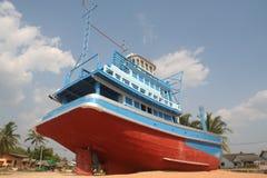 satt på land fartyg thailand arkivfoton