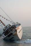 satt på land skeppsbrott för segelbåt ii Royaltyfri Foto