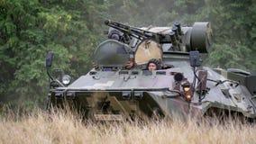 SATTAHIP, ΤΑΪΛΑΝΔΗ - 29 ΙΑΝΟΥΑΡΊΟΥ 2018: 8Ã-8-κυλιεισμένο τεθωρακισμένο όχημα μεταφοράς προσωπικό BTR 3E1 στην κάλυψη ζουγκλών te Στοκ φωτογραφίες με δικαίωμα ελεύθερης χρήσης