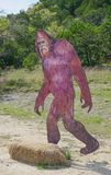SATTLER TEXAS: MARSCHERA 31, 2018-A Bigfoot eller Sasquatch naturtroget S royaltyfria foton