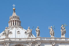 Satues på Sanktt Peter Basilica, Rome arkivfoto