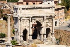 saturn świątyni Triumfalny łuk Septimius Severus forum Italy rzymski Rome obrazy stock
