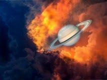 Saturn und Raum auf Sonnenuntergangwolke Lizenzfreies Stockfoto