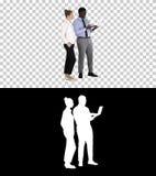 Satysfakcjonujący ich mężczyzna patrzeje w laptopie pracy kobieta i, Alfa kanał zdjęcie royalty free