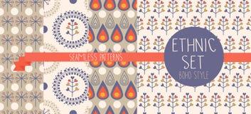 Satz abstrakte nahtlose Muster, Tropfen und ethnische mit Blumenelemente Lizenzfreies Stockfoto