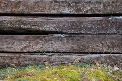 Satz alte hölzerne Bahnschwellen als Hintergrund, Beschaffenheit Rauer hölzerner Hintergrund Stockfotos