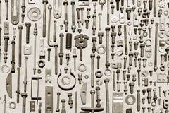 Satz alte rostige Metallschrauben, Nüsse - und - Bolzen Stockbilder