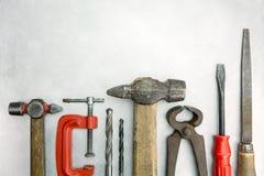 Satz alte Werkzeuge auf Metallhintergrund Lizenzfreie Stockfotos